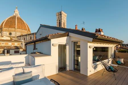Enjoy a Boutique Penthouse Near the Duomo