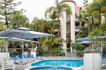 Boutique Beachside Apartment in Central Surfers Paradise