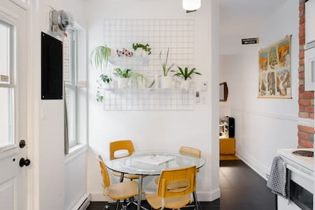 Quirky but Quiet Walk-Up Apartment Close to Shops