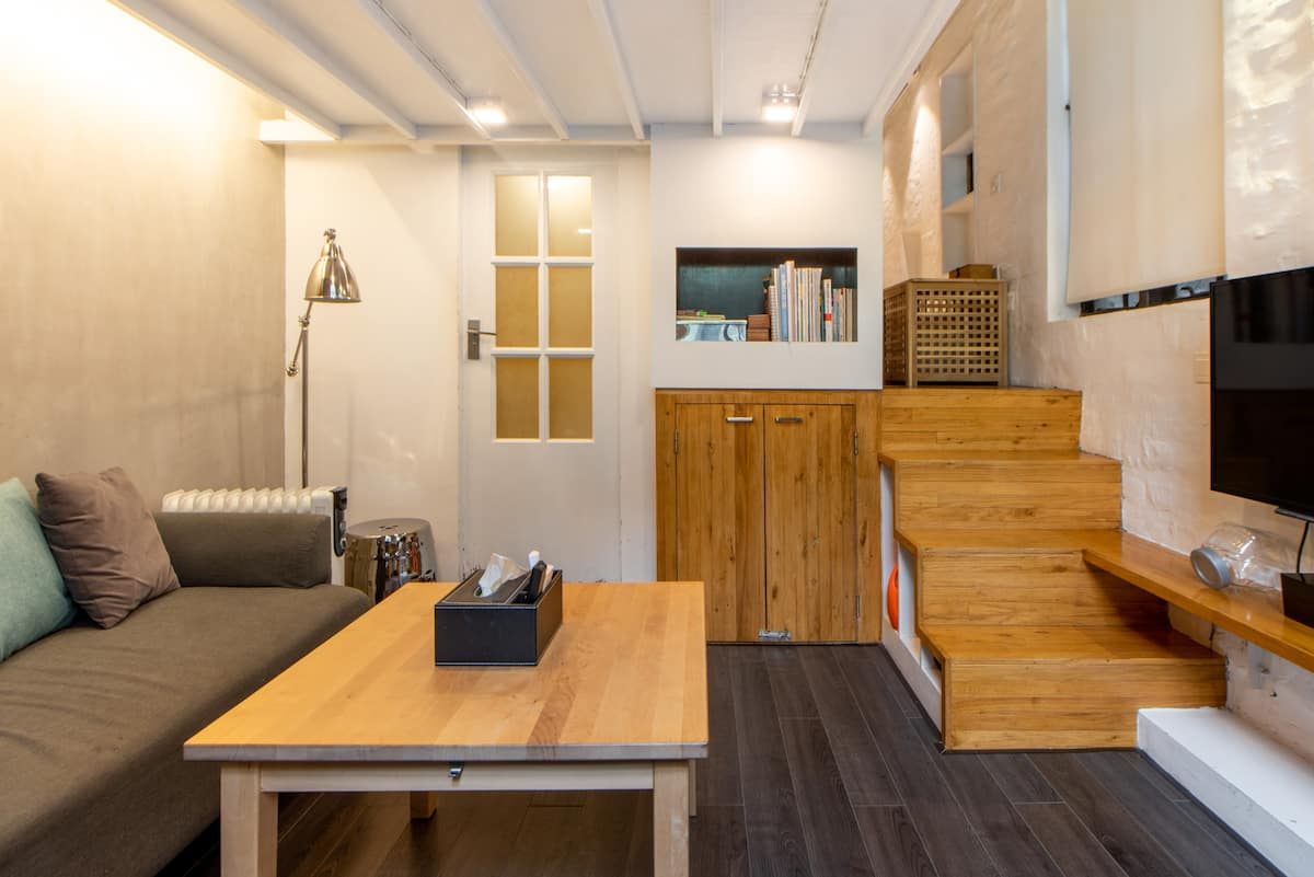 入住南京西路地铁口的百年历史建筑设计师公寓尽享南京西路商圈