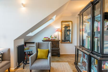 Beautiful Apartment in Historic Old Town Building