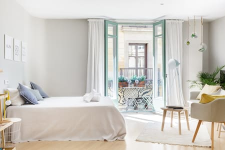 Fresh, Relaxing Studio at Iconic Las Ramblas