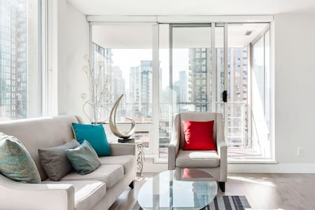 Executive Downtown Apartment With Views From Every Room