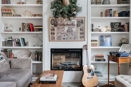 Hip, Cozy Cottage with a Fire Pit in Cleveland Park
