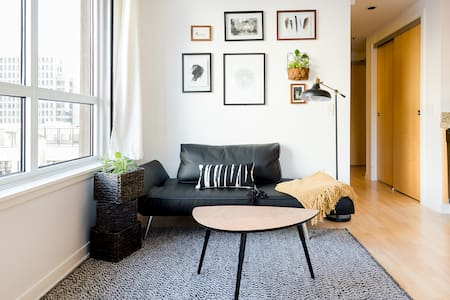Airy Studio & Parking Spot in Central San Francisco