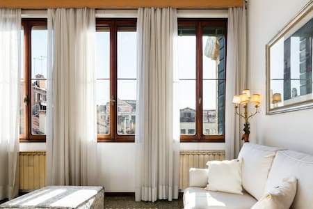Live Venetian Style in a Charming, Elegant Flat