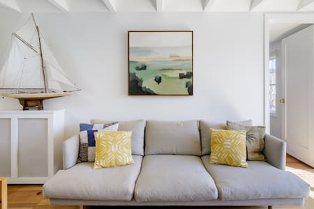 Bright & Tidy Montauk Cottage near Sole East & Fort Pond