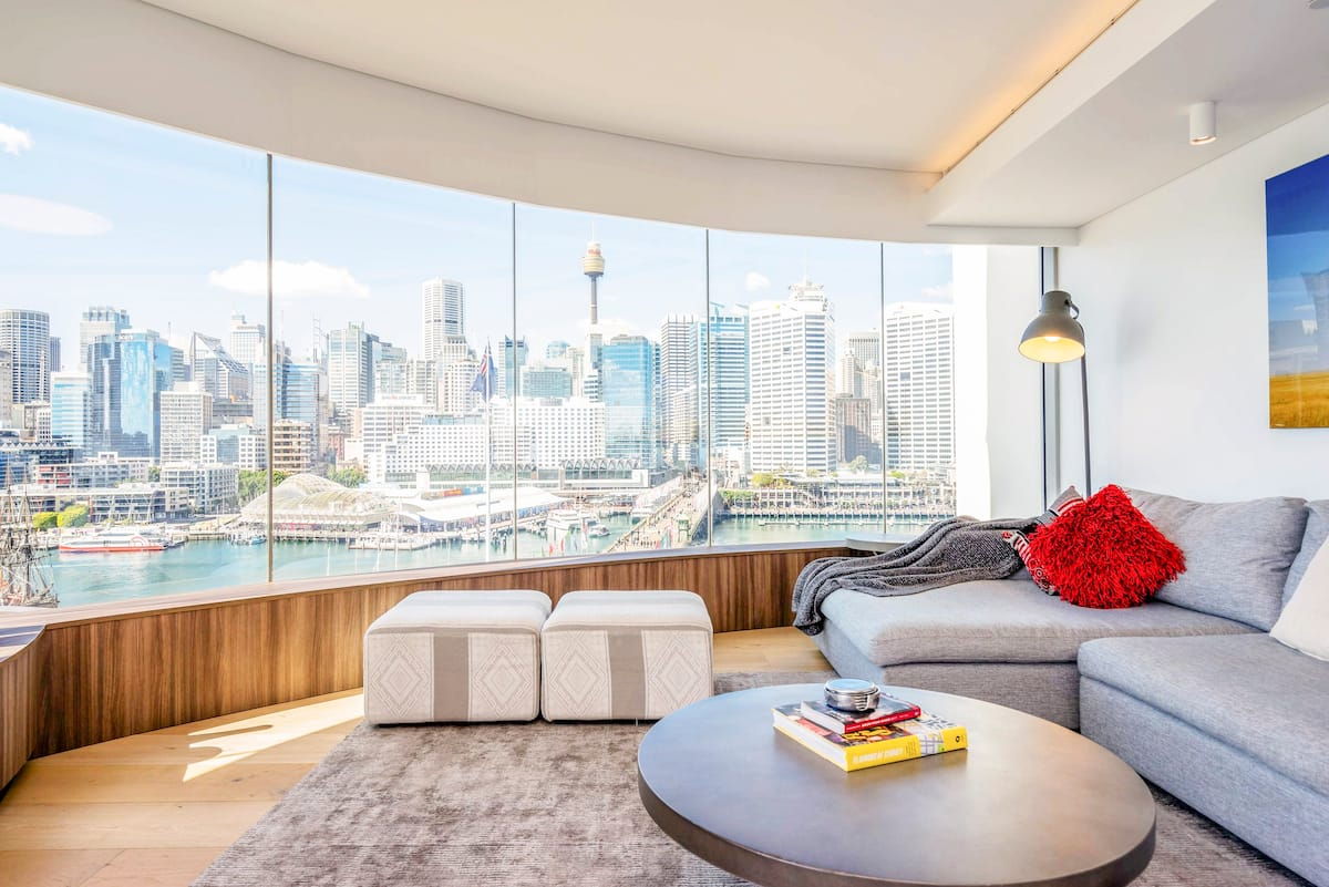 Stylish Apartment with Darling Harbour Views