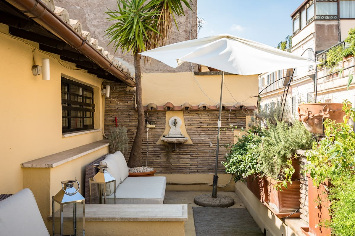 Charming Apartment with Terrace by Spanish Steps