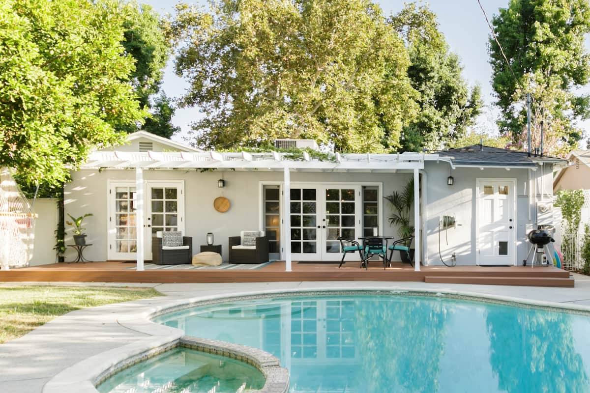 Charming Home near Universal Studios Great for Production