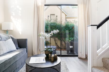 Stylish Luxury Lofted Apartment Downtown