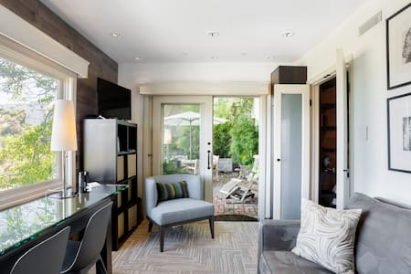 Hollywood Hills Jetliner Views / Calm Privacy / Bamboo Patio