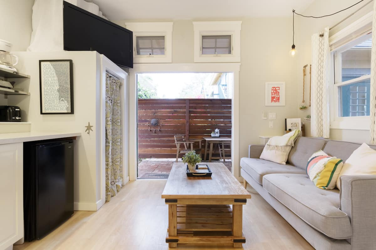 Tiny, Relaxing California Style Central Guest Home