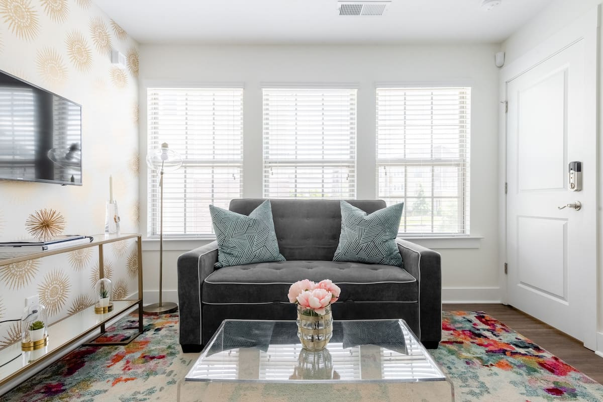 Queen City Flat, Private & Chic, Just Five Min. From Uptown.