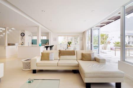 Casa Bianca - Luxury Family Villa Close to Camps Bay Beach