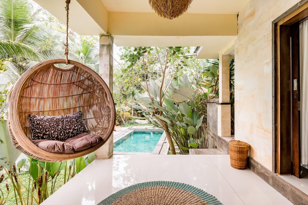 Refurbished Villa Surrounded by Palm Trees Near Ubud
