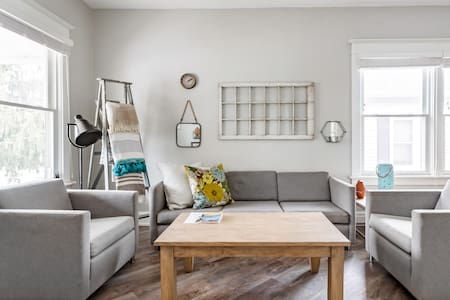 Renovated Home in the Heart of Niagara Falls, Ontario