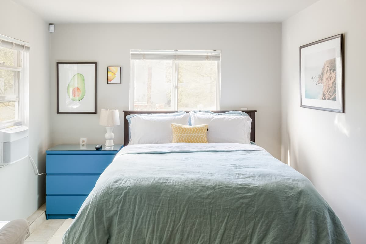 Modern Guest Suite in Trendy Highland Park
