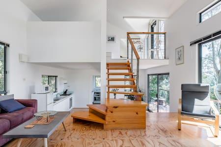 Contemporary Hillside Villa Overlooking Apollo Bay