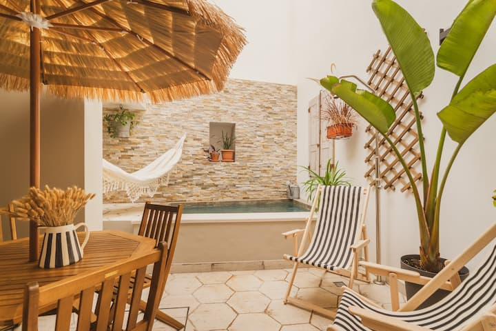 Casa Alfazema. Much more than a home, a charming city center townhouse with pool.