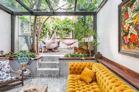 Boutique Three Floors Art House and a Fully Private Garden