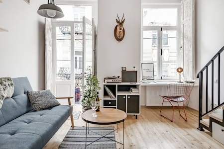 Loft-Style Apartment With Huge Balcony Near Freedom Square