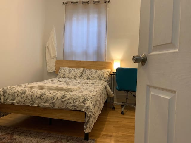 #8 Comfy&Convenient room&Shared bath in Uptown