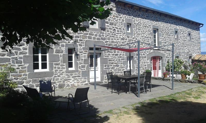 Villedieu的民宿