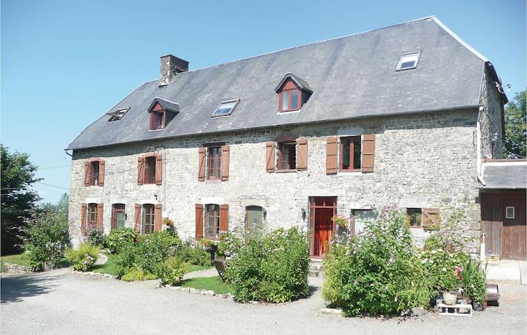 Maupertuis的民宿