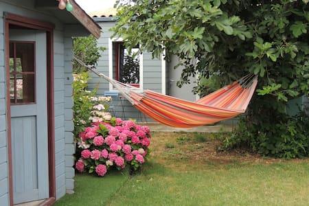 Chambre indépendante en  fond de jardin paysager