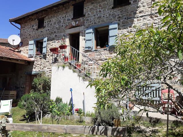Claveisolles的民宿