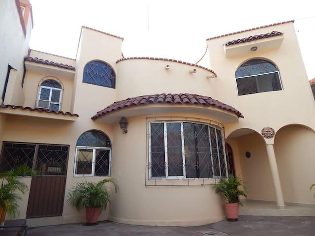 Zihuatanejo的民宿