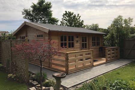 Cosy Log Cabin near historic Chester