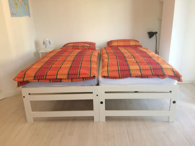 Charming, comfortable, quiet rooms close to lake