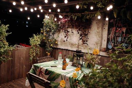 在永康路的公寓与屋顶花园, 近襄阳公园, 陕西南路地铁, wi-fi, 市中心交通便利, 舒适和安全