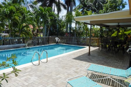 Private Cozy Gulf Access Canal Home w  Heated Pool