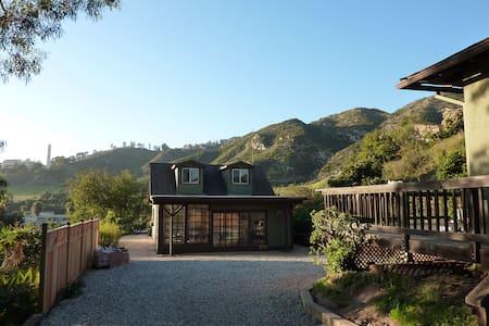 Private, peaceful guest cottage w/ loft in Malibu