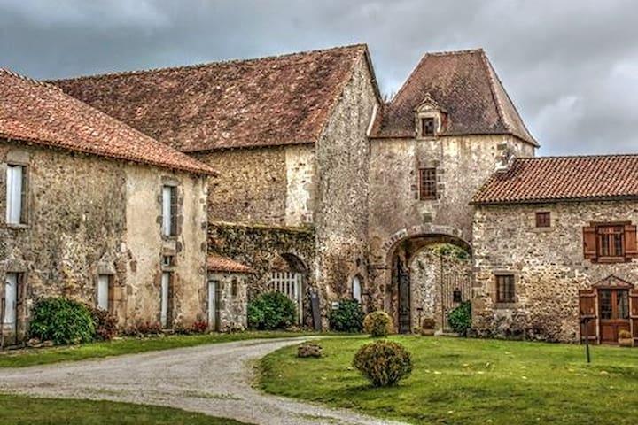 Dompierre-les-Églises的民宿