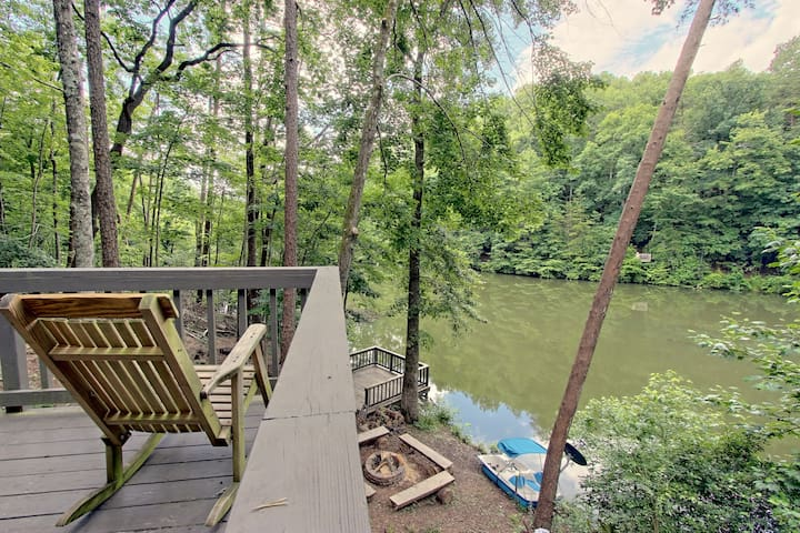 LAKEFRONT, MTN VIEW HOT TUB POOL TBL 3BD DOGS TOO!
