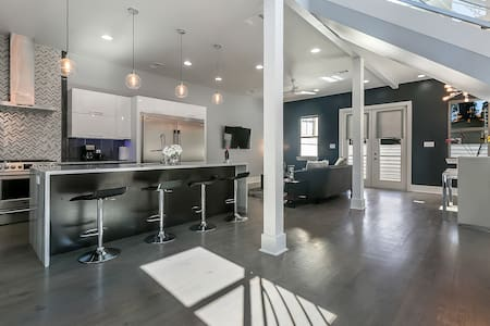 Contemporary Big Easy Pad! Mins. to French Quarter