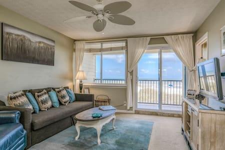 Oceanview Condo, 2 bedrooms, 1 bath (sleeps 6)