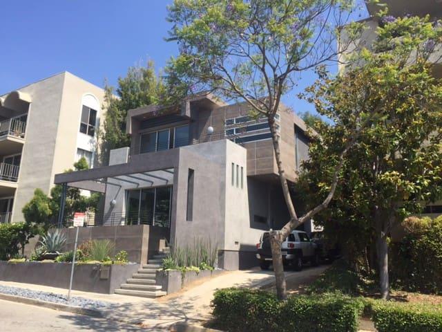 New designer studio in Weho's best location