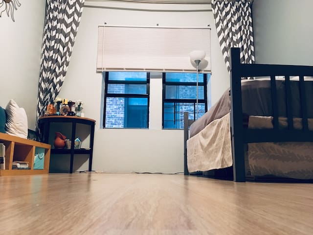 Female only-Living Room Paradise 15 min to Manhtn