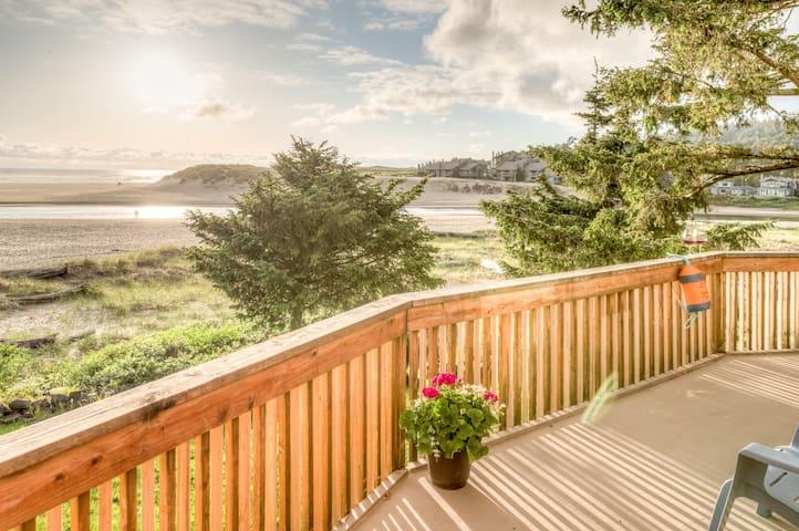 Castle:A+ Location,VIEWS!! Ocean Front,Deck!