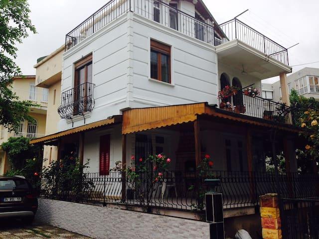 Kumburgaz Denize 50 metre mesafede Villa