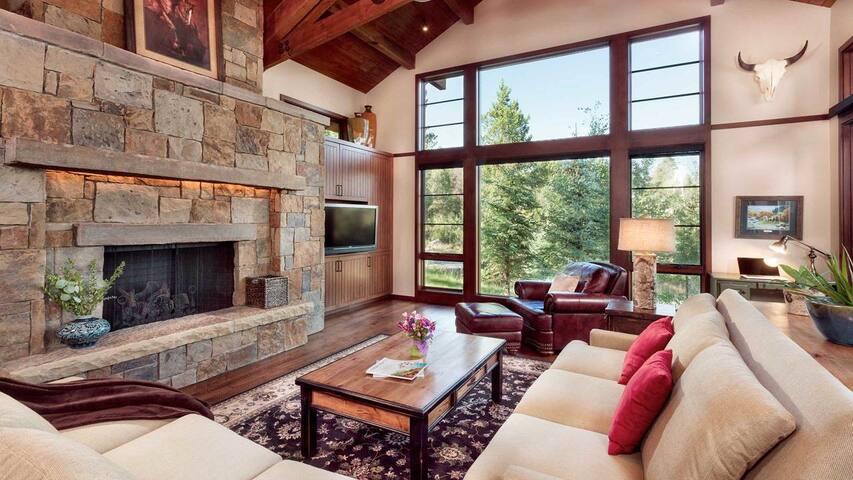 KABINO: Luxury Mountain Lodge at Jackson Hole Mountain Resort! Huge Views!