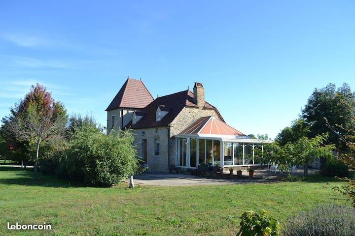Alvignac的民宿