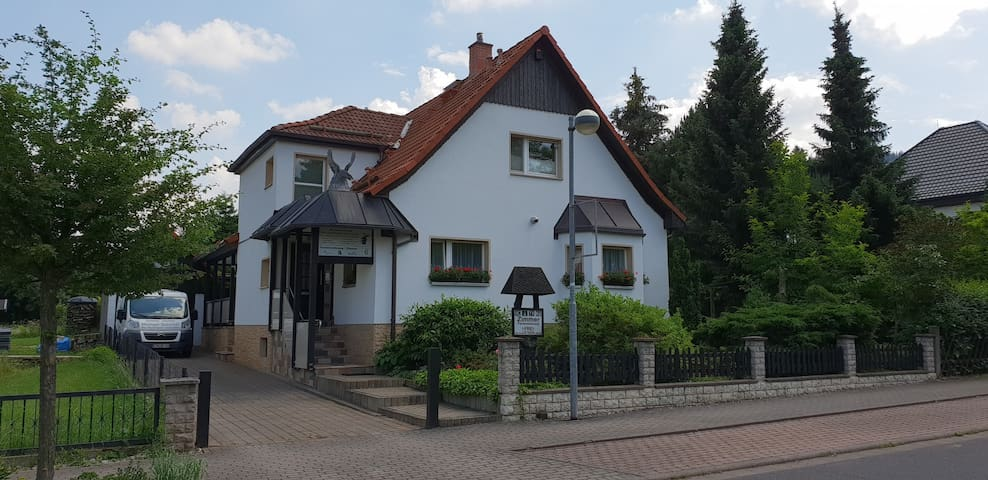 Bad Tabarz/Thüringer Wald的民宿