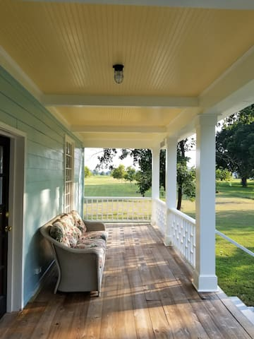 Relax in a Pecan Orchard 15 min. from Airport.