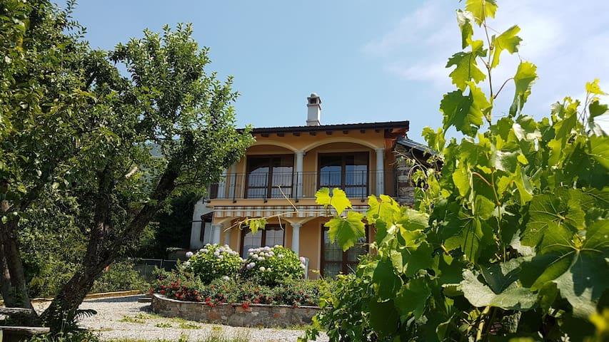 Porto Valtravaglia的民宿